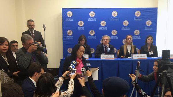 Momento de la interrupción de la Rueda de Prensa (AP)